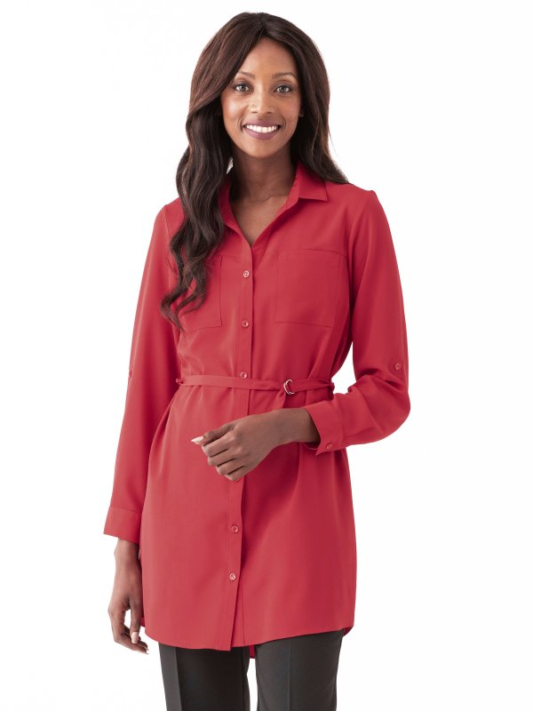 Relaxed fit blouse with adjustable sleeves and two front pockets. Approx. 88cm centre back length.