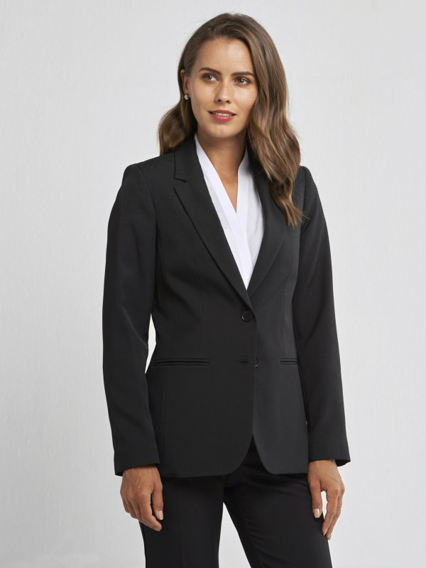 Classically Fitted, Long sleeve lined medium length jacket, with jet pockets in the front. Approx. 67cm