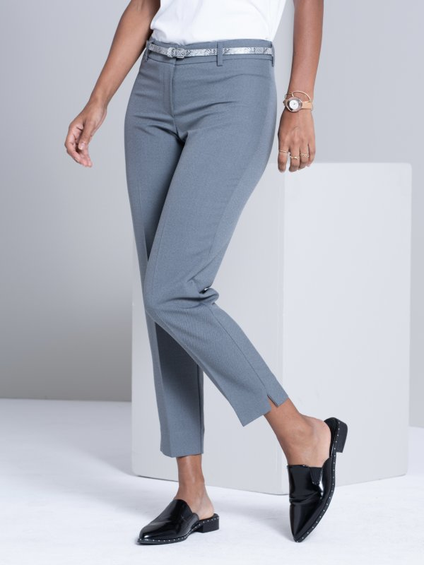 Petite , fitted crop pants with a cigarette pants , with side slits. Approx. 71cm Inner leg